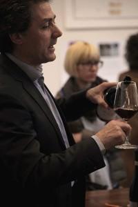 Lara Puglia fa da sfondo al bicchiere mezzo pieno di Fabrizio